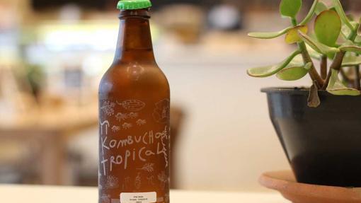 La kombucha es una bebida probiótica de té fermentado