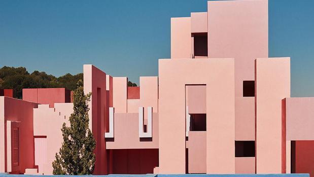 La Muralla Roja: el edificio español que triunfa en Instagram