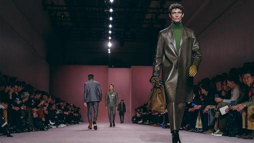 El abrigo de cuero, largo como propone Berluti