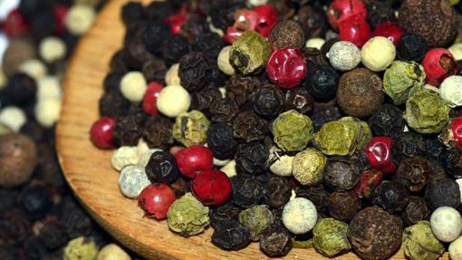 La pimienta negra, verde, roja y blanca proceden de la misma planta