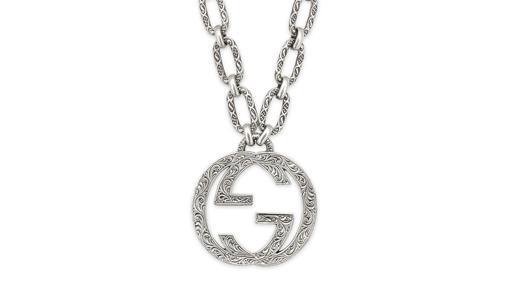 Colgante en forma de G de Gucci (890€)