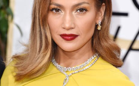 Jennifer Lopez durante la alfombra roja de los Globos de Oro 2016