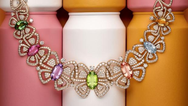 ce4aa0f9d495 Collar de alta joyería con diversas piedras preciosas de Bulgari