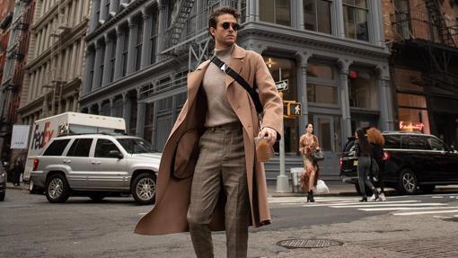 Modelo con abrigo largo