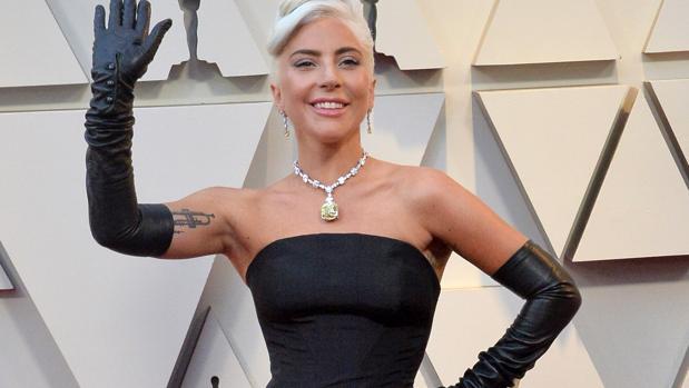 020d86769365 Premios Oscar 2019  El collar de diamantes de Lady Gaga en los Oscars que  ya llevó Audrey Hepburn