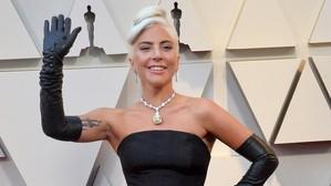 El collar de diamantes de Lady Gaga que ya llevó Audrey Hepburn