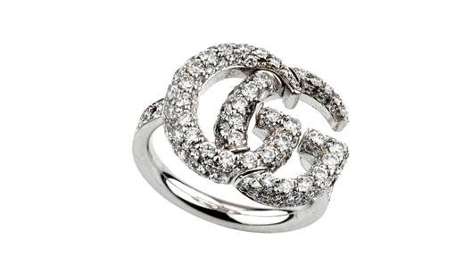 Anillo ancho GG Running en oro blanco y diamantes (precio: 8.900 €)