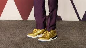 La historia tras las zapatillas doradas de Spike Lee en los Oscar