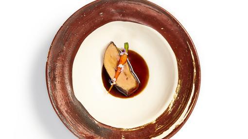Foie gras asado con extracto de cebolla roja de Corral de la Morería Gastronómico