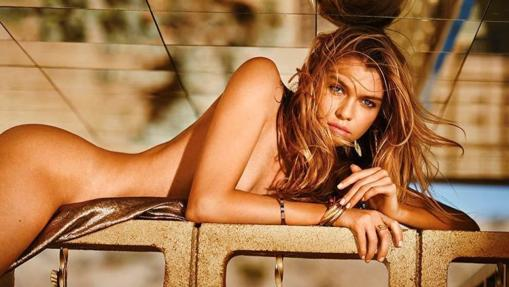 Stella Maxwell desnuda