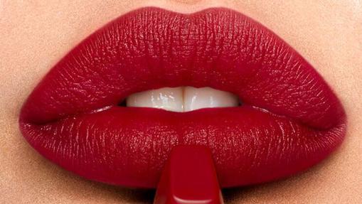 Apuesta por el rojo para celebrar el #Kissingday