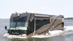 La autocaravana de lujo capaz de navegar como un yate