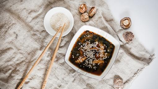 El miso es una pasta de semillas de soja fermentadas
