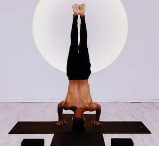 Equilibrio, una de las cosas que más trabaja el yoga