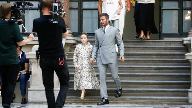 La última lección de estilo de David Beckham o cómo cambiar un look con solo dos básicos de armario