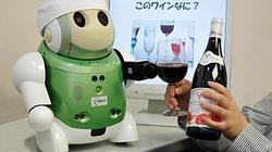 El robot sumiller desarrollado por la empresa de electrónica japonesa NEC y la Universidad de Mie