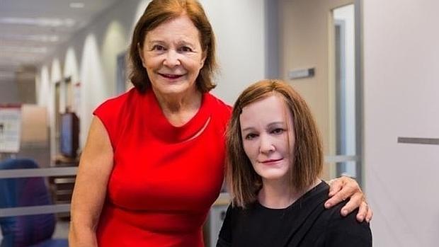Robots humanoides con personalidad consiguen 'empleo' en Singapur