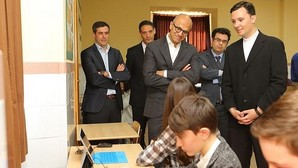 Satya Nadella, consejero delegado de Microsoft, en su visita al centro madrileño