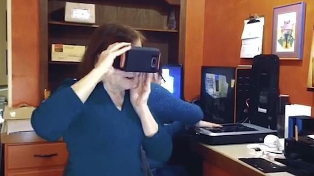 Las Google Cardboard devuelven la vista a una mujer tras ocho años sin visión