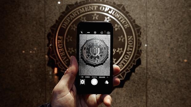 Apple: «La propuesta del FBI permitiría a los criminales estar un paso adelante»