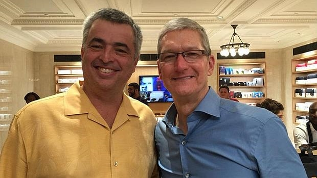 Eddy Cue, vicepresidente de Apple: «Algún día querrán que encendamos las cámaras o micrófonos de los móviles»