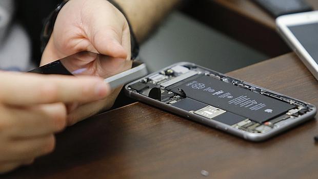 Al FBI se le acumula el trabajo: ya tiene otro iPhone que desbloquear en un caso de asesinato