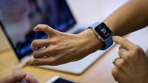 Apple Watch cumple su primer año bajo un paraguas de incertidumbre
