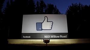 Un cartel a la entrada de la sede de Facebook en Menlo Park