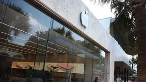 Caen los ingresos del gigante tecnológico, arrastrados por la caída en ventas de su producto estrella, el iPhone