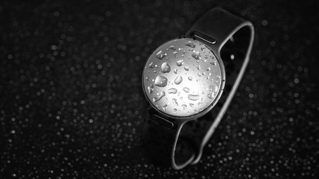 Misfit sumerge las pulseras de fitness en la natación