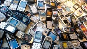 La moda del coleccionismo de móviles «retro»: teléfonos antiguos vendidos a precio de oro
