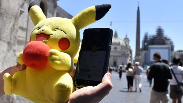 Un jugador de Pokémon Go en Roma