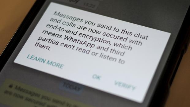 WhatsApp paraliza la transferencia de datos hacia Facebook
