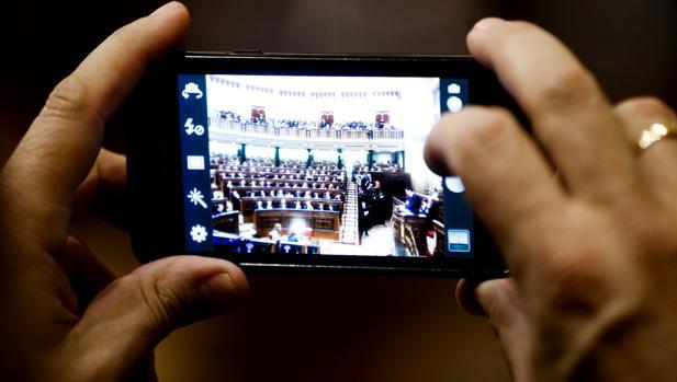 Todos los «smartphones», incluso los de los políticos, son susceptibles de ser hackeados