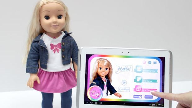 Cayla, que se maneja a través de una «app» disponible en la Play Store y en App Store, es uno de los muñecos denunciados por la entidad noruega