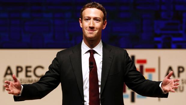 Zuckerberg recula: Facebook sí es un medio de comunicación