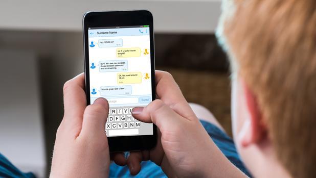 La mayoría de los padres no sabe cómo controlar el uso que sus hijos hacen del móvil o la tableta