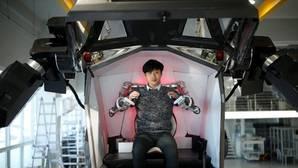 Hankook Mirae, un robot de 4 metros que permite controlarse por una persona en su interior