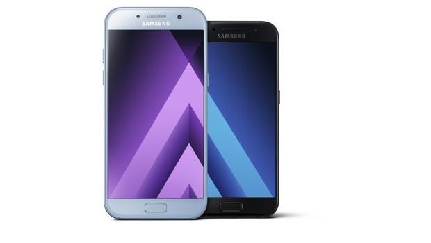 Samsung convierte a la gama media en «smartphones» sumergibles