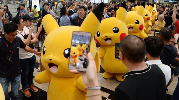 Fans de Pokémon Go celebran su llegada en Singapur
