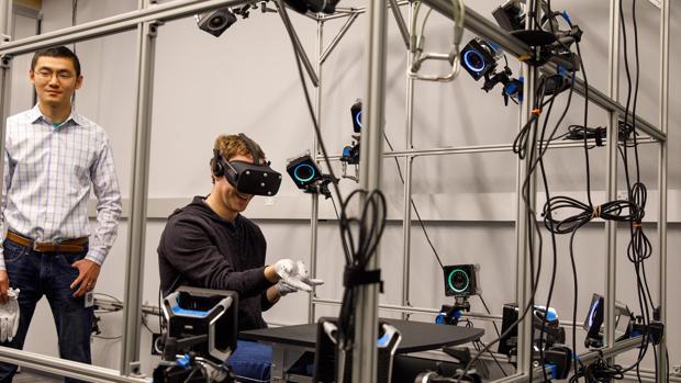 Facebook crea unos guantes de realidad virtual para Oculus