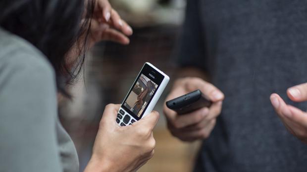 Los teléfonos básicos se resisten a morir