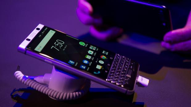 Así es el material que se autorrepara por sí solo y que sería perfecto para las pantallas de los móviles
