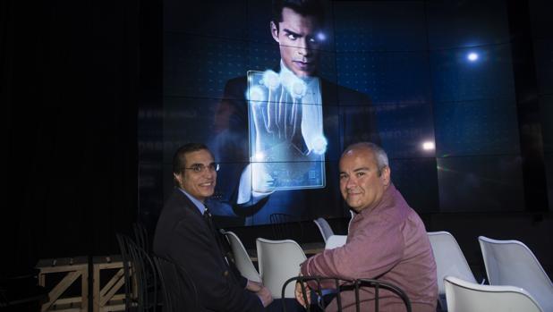 Jose Luis Cordeiro y Javier Sirvent en el estreno de «Incorporated»