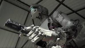El robot ruso FEDOR impresiona al mundo con vídeo publicado en Youtube