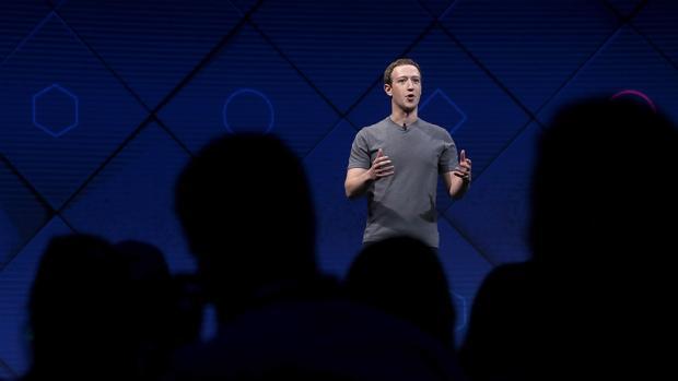Mark Zuckerberg, fundador de Facebook, durante su intervención en F8