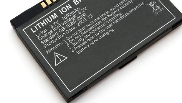 Detalle de una batería de móvil que emplea iones de litio
