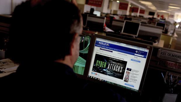 Un periodista de Estambul observa un infrome sobre el ciberataque global