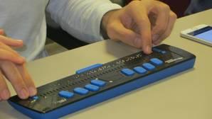 Crean una tecnología pionera en España para que los sordociegos puedan ver la televisión sin necesidad de intermediarios