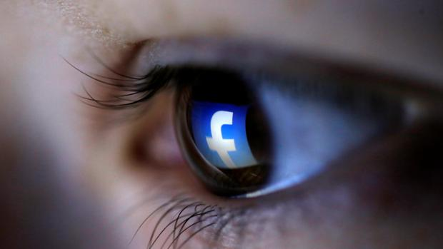 Facebook ordena a sus moderadores tolerar ciertos contenidos violentos